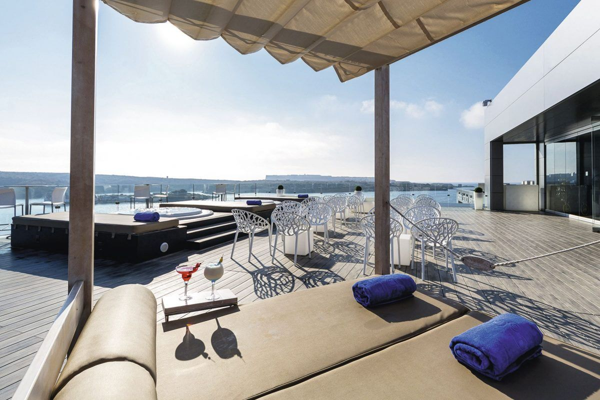Broonch Massage - Hotel Barceló Portinatx Ibiza.